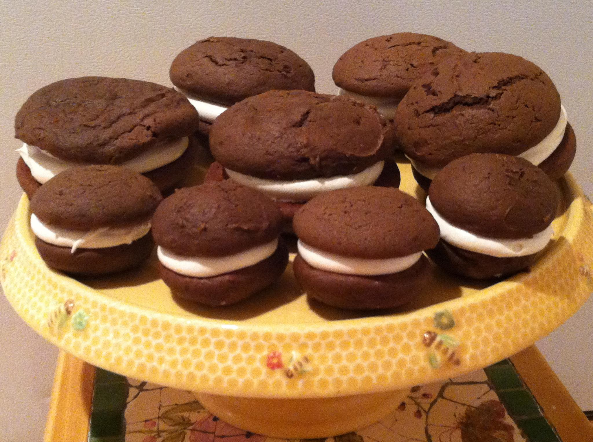 chocolate whoopie pies with vanilla buttercream filling